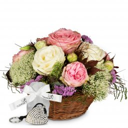 A Basket full of Poetry with Roses, incl. Key Ring