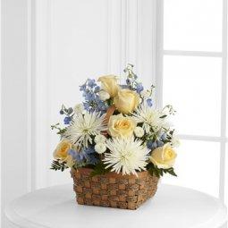 Sepet içinde kesme çiçek aranjmanı