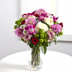 Round bouquet in pink and white colours